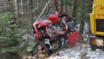 Die Lenkerin dieses Wagens wurde verletzt