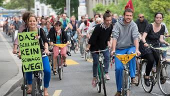 120 Personen am Velokorso für Badener Wirt und gewaltfreie Stadt Baden
