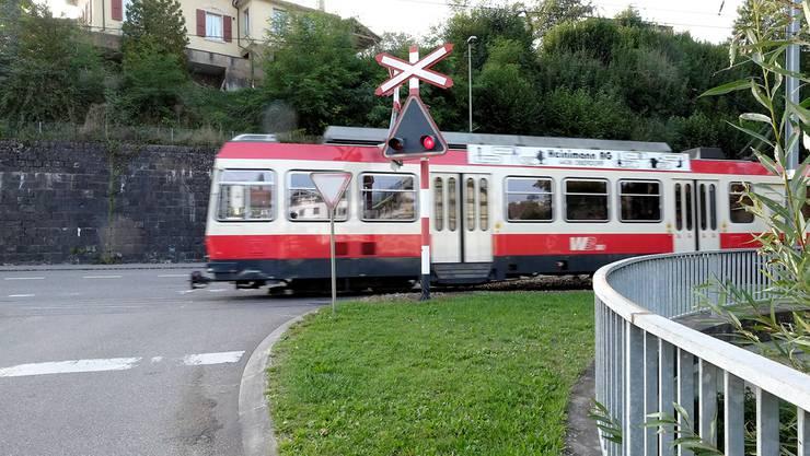 Der Bahnübergang Bennwilerstrasse/Hauptstrasse der Waldenburgerbahn in Niederdorf gilt wegen mangelnder Sicht als besonders gefährlich.