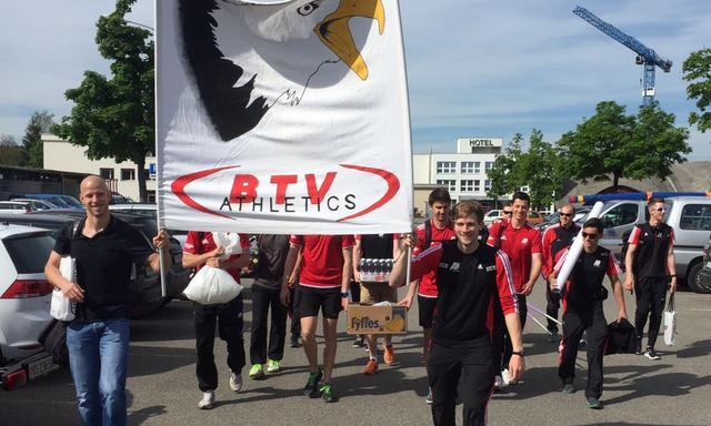 Die Herren des BTV Aaraus marschierten mit Stolz ins Leichtathletikstadion in Langenthal ein.