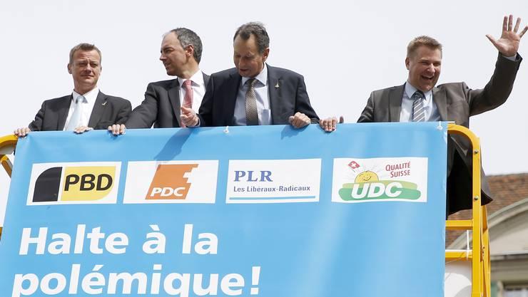 Die vier Parteipräsidenten Martin Landolt (BDP), Christophe Darbellay (CVP), Philipp Mueller (FDP) und Toni Brunner (SVP) werben für ein Ja zum Gripen.