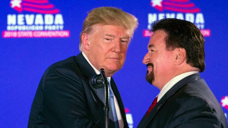 US-Präsident Donald Trump und der Vorsitzende der Republikaner im US-Bundesstaat Nevada, Michael McDonald. (Keystone)