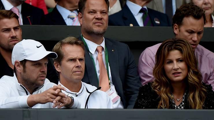 Die Inspiration. Einstiges Idol, das ihm 2014 den Glauben vermittelte, noch Grand-Slam-Turniere gewinnen zu können. Hier in Federers Box mit Severin Lüthi (l.) und Federers Ehefrau Mirka (r.).