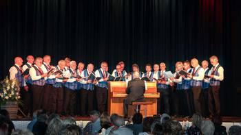 Der Männerchor Fislisbach singt am Seetaler Sängertreffen in Seengen.