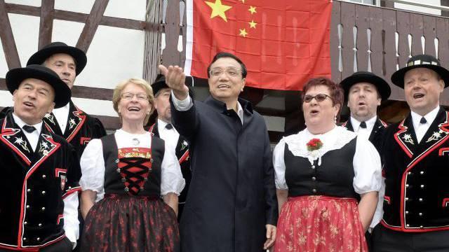 Nicht nur Folklore: Der chinesische Ministerpräsident Li Keqiang ist diese Woche mit handfesten Absichten in die Schweiz gekommen. Foto: Keystone