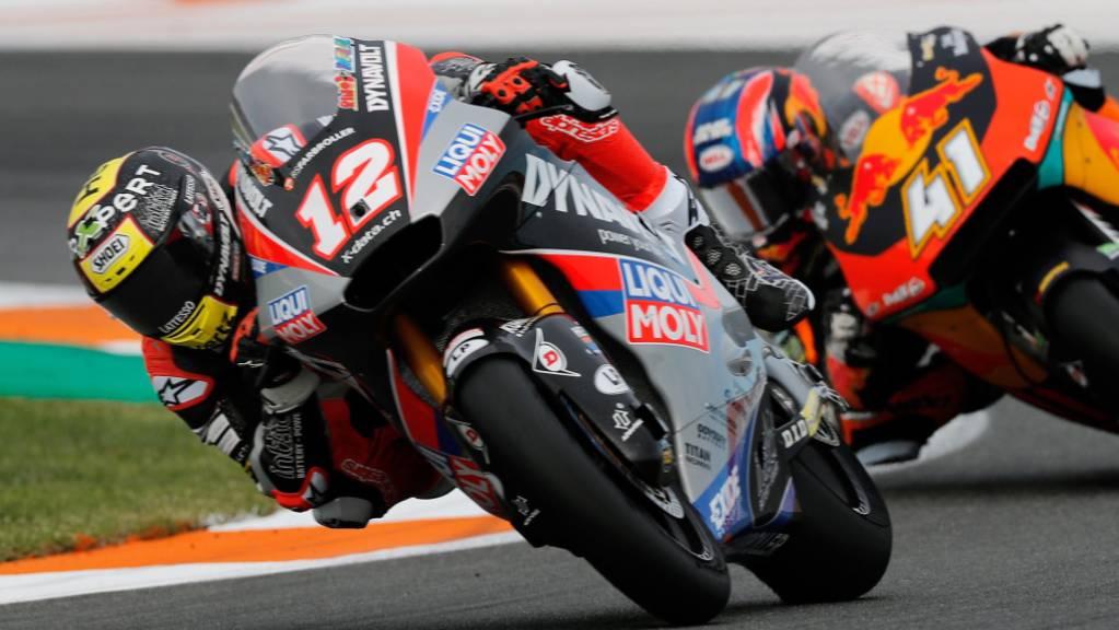 Zu diesem Zeitpunkt führte Tom Lüthi noch vor Brad Binder das Moto2-Rennen in Valencia an