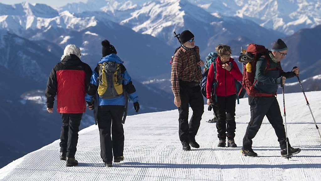 Aus Grossbritannien in die Schweiz: das mutierte Coronavirus hat über die Weihnachtsfeiertage die Schweiz erreicht - wahrscheinlich über den Wintertourismus (Symbolbild).