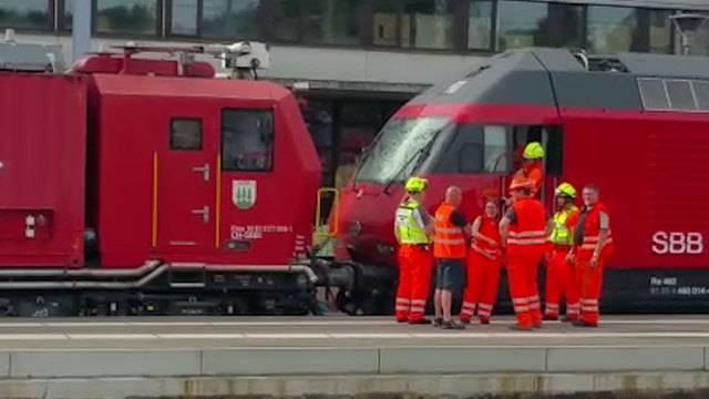 Däniken: Zug kollidiert mit Baukran