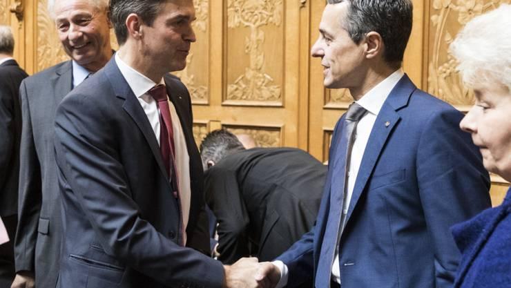 Der Zürcher Nationalrat Beat Walti (Mitte) Leitet die FDP-Fraktion interimistisch, seit Ignazio Cassis seine Bundesratskandidatur bekannt gegeben hat. Nun soll er definitiv übernehmen. (Archivbild)