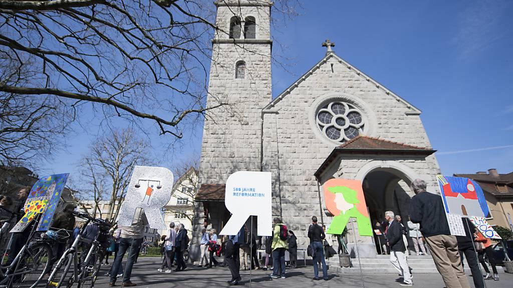 Die Leistung der Kirchen im Kanton Zug werden anerkennt: Der Kantonsrat sprach sich gegen eine Freiwilligkeit der Kirchensteuer für juristische Personen aus. (Archivbild)