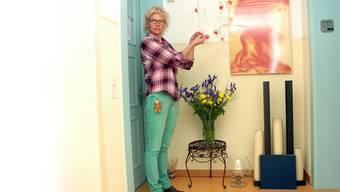 Die scheidende Lighthouse-Leiterin Erika Hüsler in der «Ritualecke» des Sterbehospizes