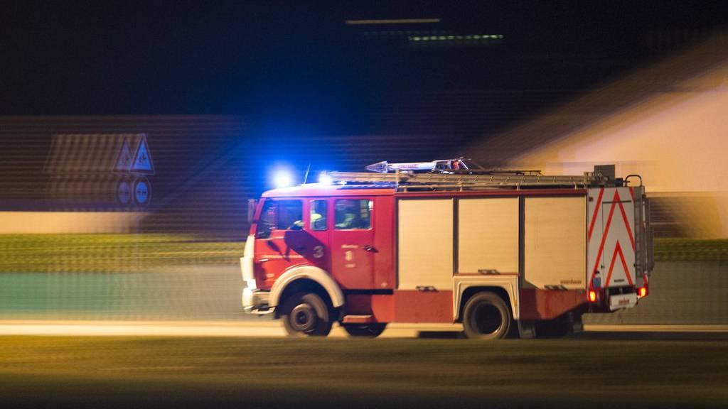 Auf der Autobahn A13 brennt derzeit ein Lastwagen.