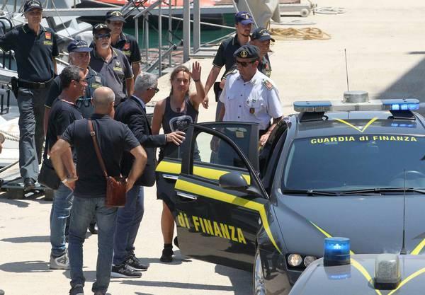 Die Freilassung der Kapitänin der deutschen Hilfsorganisation Sea-Watch, Carola Rackete, hat für Erleichterung und Kritik gesorgt.