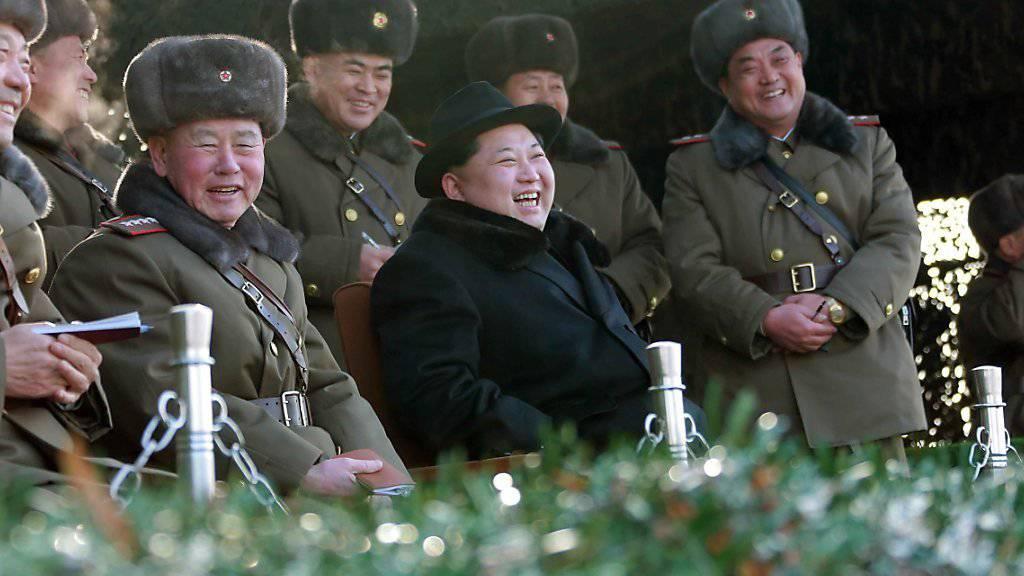 Kim Jong Un beaufsichtigt die Militärübung für einen Präventivschlag gegen Südkorea. (Archivbild)