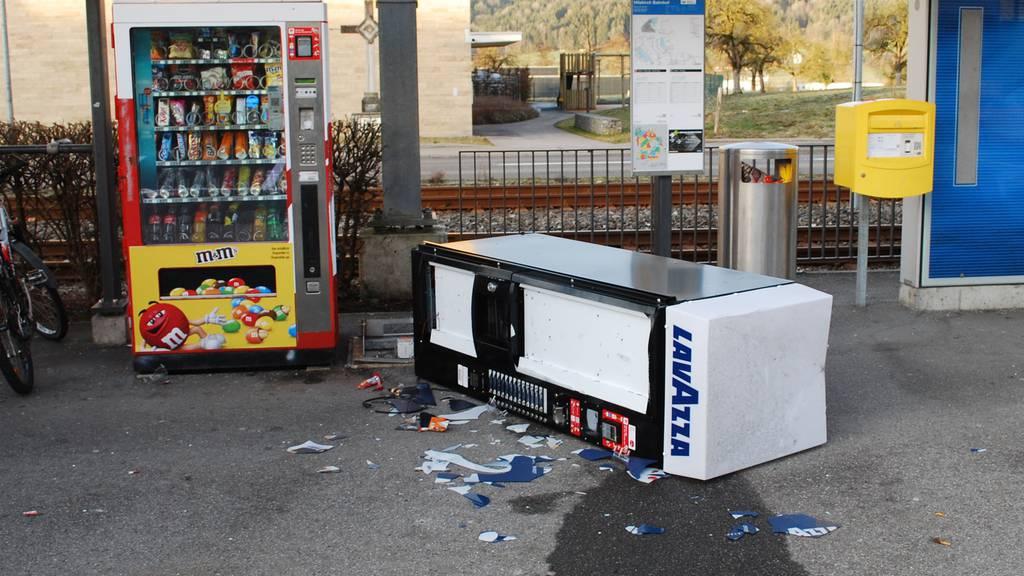 Fasnächtler im Tierkostüm überfallen Automaten