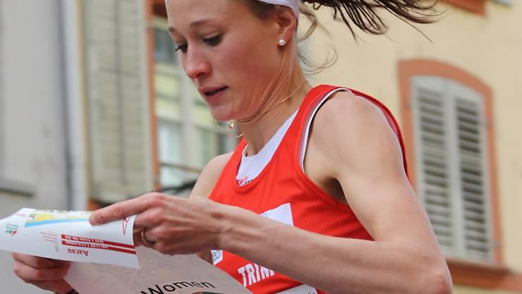Judith Wyder liest in vollem Lauf die Karte (Archivaufnahme)