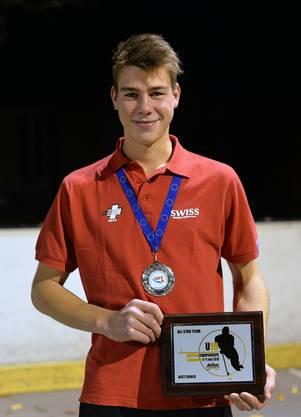 Nicht nur holte sich Joel Schnyder mit seinem Team die EM-Silbermedaille, er wurde auch noch als bester Goalie ausgezeichnet.