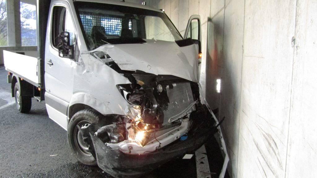 Die unbekannten Diebe des Lieferwagens hatte sich nach dem Unfall aus dem Staub gemacht.
