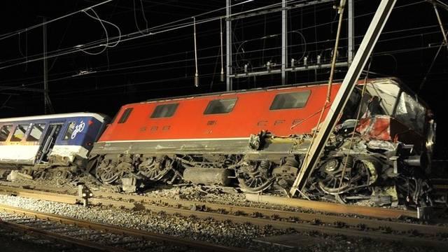 Die Wucht des Aufpralls hat die Züge in Olten aus den Gleisen springen lassen
