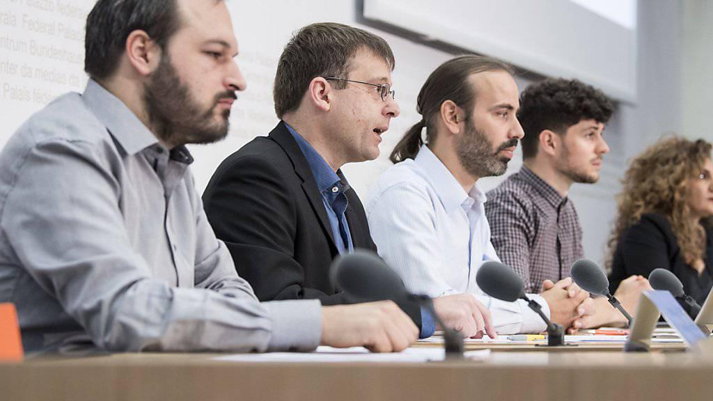 """Mit dem Slogan """"Rette das freie Internet"""" setzt sich ein Komitee gegen das Geldspielgesetz ein.  Mit dabei sind unter anderen die Jungen Grünen, die Digitale Gesellschaft und der Chaos Computer Club."""