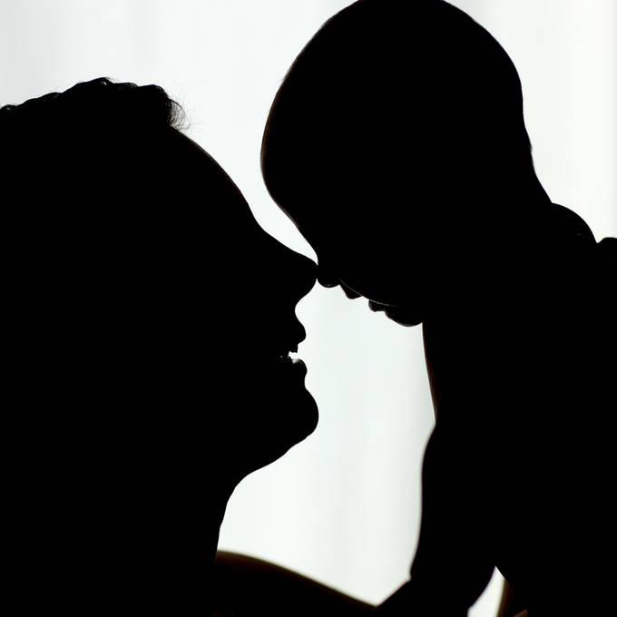 Die Mutter des Jungen im Fokus