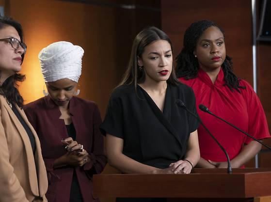 """""""Unverhohlen rassistisch"""": Vier demokratische Kongressabgeordnete kritisieren US-Präsident Donald Trump für seine Äusserungen gegen sie scharf."""
