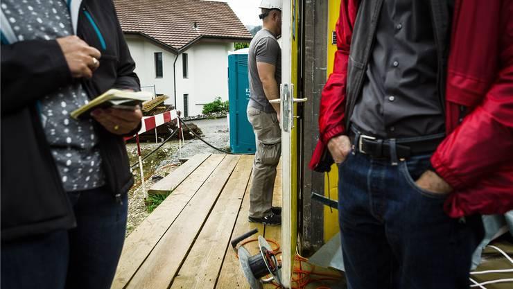 Schwarzarbeit-Kontrolle auf einer Aargauer Baustelle, aufgenommen am 12. Juli 2016. Chris Iseli