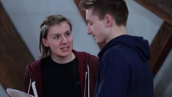 Stefanie Meyer und Alain Röllin schlüpfen ein erstes Mal in ihre Rollen als Hermia und Lysander, dem Liebespaar aus dem Shakespeare-Klassiker.