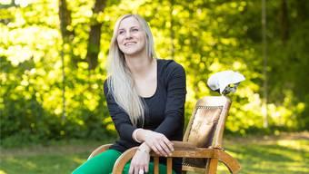 Alexandra Behrndt auf dem Friseurstuhl von Dällebach Kari, eine der wenigen Requisiten, die schon vor Ort ist.Severin Bigler