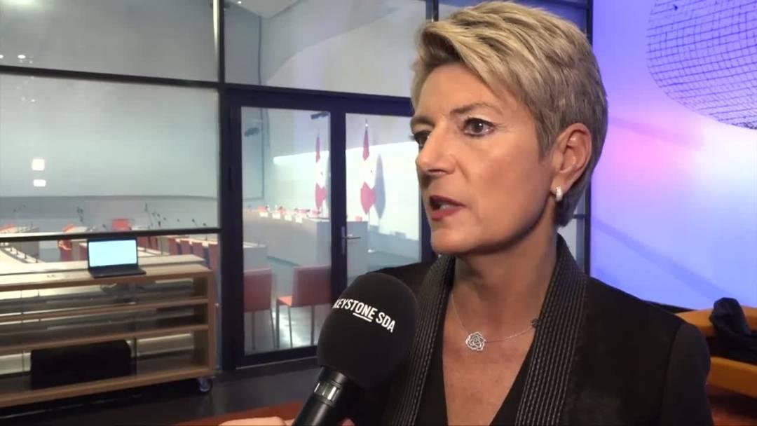 Karin Keller-Sutter zufrieden mit ihrer ersten Abstimmung als Bundesrätin