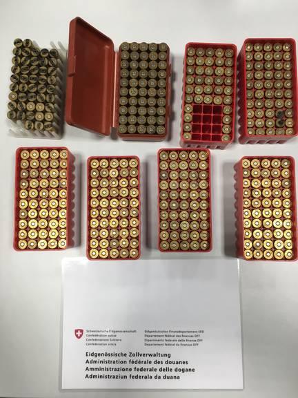 Haufenweisen Munition für den Revolver haben die Grenzwächter gefunden.