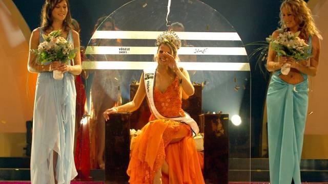 Lauriane Gillieron wurde zur neuen Miss Schweiz 2005 gewählt. Links Melanie Meier,und rechts die dritte Fabiennne Kropf. Foto: Karl Mathis - Keystone