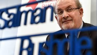 Salman Rushdie lässt sich das Sprechen und Schreiben nicht verbieten: Der Stargast an der Frankfurter Buchmesse betont die Wichtigkeit der Meinungsfreiheit.