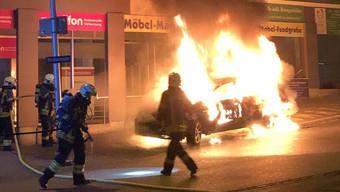 Kurz vor Mitternacht gerät ein Fahrzeug in der Kirchgasse in Grenchen in Vollbrand.
