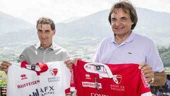 Wenn Didier Tholot (l.) für Präsident Christian Constantin (r.) weiterhin Titel mit dem FC Sion holt, darf er auch in Zukunft Trainer bleiben.