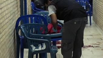 Bei den Ausschreitungen wurde auch ein Mann getötet: Die Spurensicherung am Ort des Geschehens in Asunción.