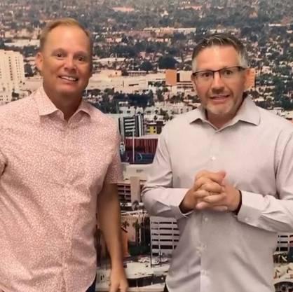 Pastor Luke Barnett (l.) und Geschäftsführer Brendon Zastro von der Dream City Church loben das neue Luftreinigungssystem.