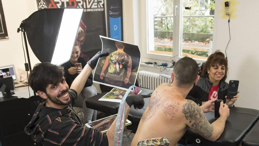 Tattoo Weltrekord mit David Barrera Garcia (Art Tris Tattoo Studio in Madrid) bei X-Skullz Tattoo in Wettingen.