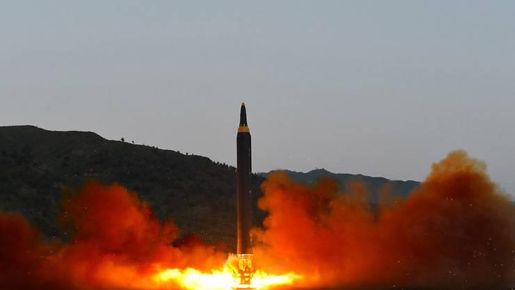 Der UNO-Sicherheitsrat hat die Raketentests von Nordkorea verurteilt und weitere Sanktionen angedroht, sollte das weitgehend isolierte Land weiterhin an seinem Atomprogramm arbeiten. (Archivbild vom Test am 14. Mai 2017)