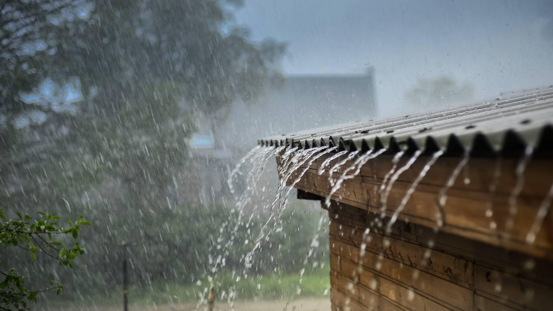 Es stürmt und hagelt in der ganzen Schweiz. (Symbolbild)