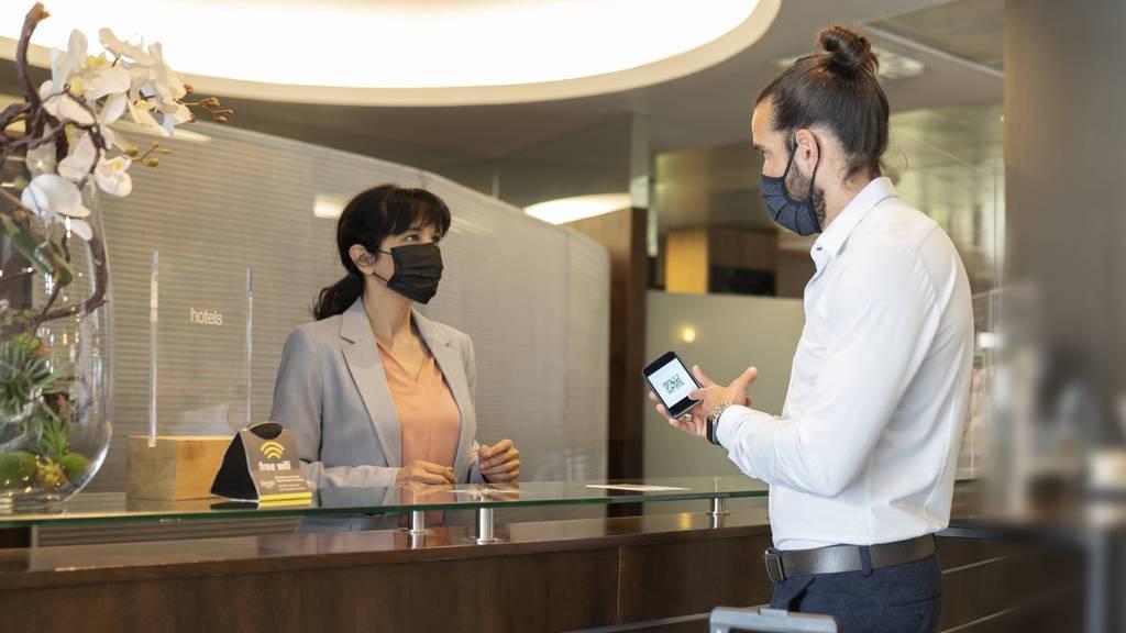«Mit dem Zertifikat stimmte wohl etwas nicht» – Mann griff Hoteldirektor an