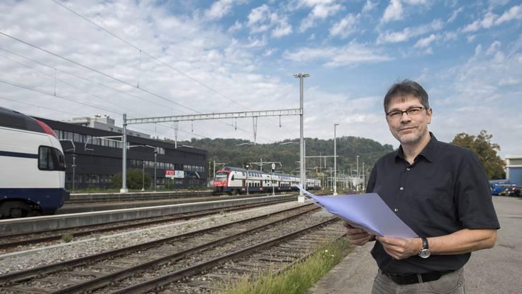 Der Wettinger Architekt André Schär hat konkrete Ideen, wie das Bahnhofareal ökologischer gestaltet werden könnte.