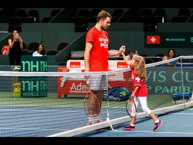 Stan Wawrinka trainiert mit seiner Tochter Alexia