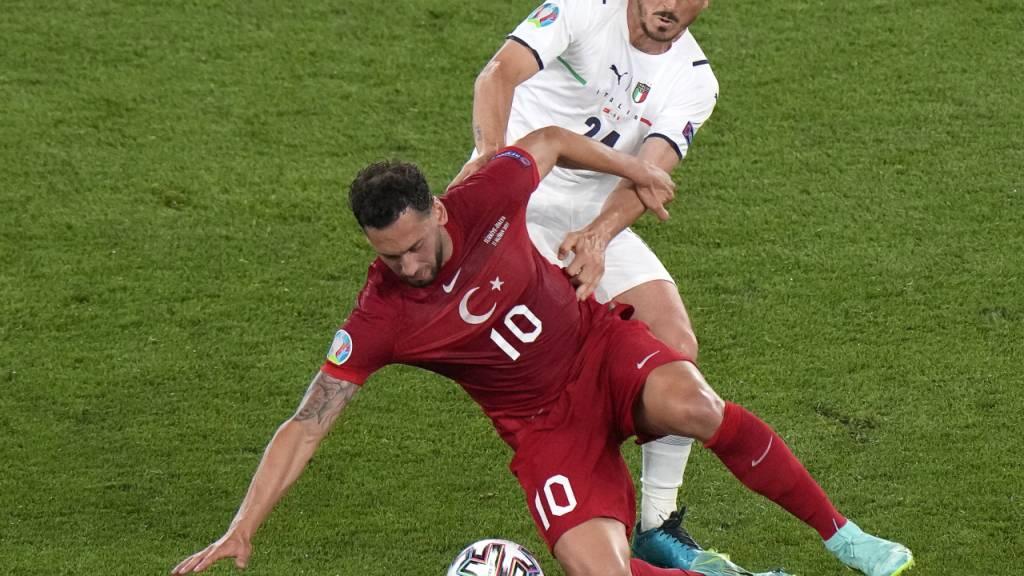 Hakan Calhanoglu und seine Kollegen enttäuschten beim 0:3 der Türkei im Auftaktspiel gegen Italien