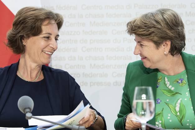 Monica Duca Widmer an der gestrigen Medienkonferenz mit Bundesrätin Viola Amherd.
