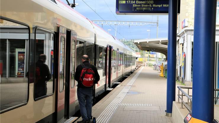 Heute fährt die S1 nach Basel im Stundentakt. GLP-Grossrat Roland Agustoni möchte, dass sie künftig alle 30 Minuten fährt. Archiv