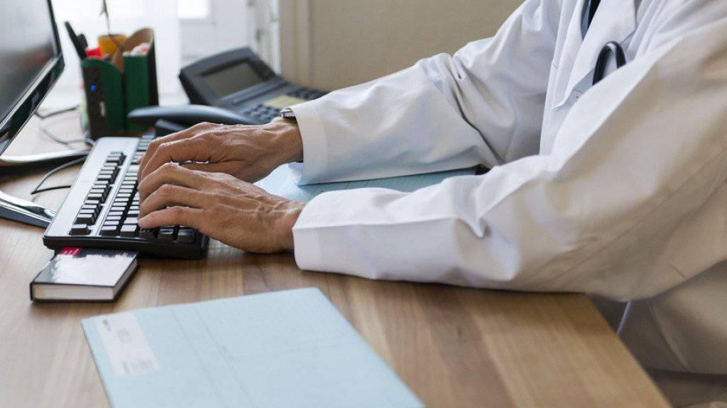Wer es möchte, kann ab der zweiten Hälfte des Jahres 2018 ein elektronisches Patientendossier für sich eröffnen lassen. (Symbolbild)