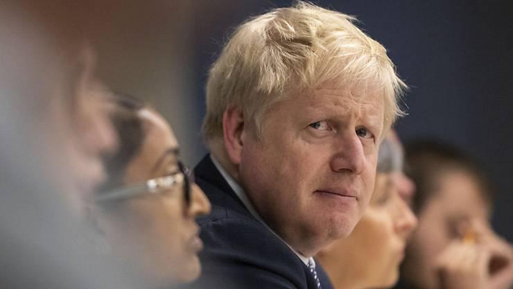 """""""Ich bin sehr, sehr enttäuscht."""" Der britische Premierminister Boris Johnson entschuldigt sich dafür, dass er das Land entgegen seiner Versprechen nicht am 31. Oktober aus der Europäischen Union geführt hat."""