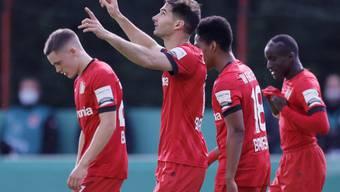 Hilfe von oben war nicht nötig: Bayer Leverkusen und 2:0-Torschütze Lucas Alario dominierten Aussenseiter Saarbrücken nach Belieben