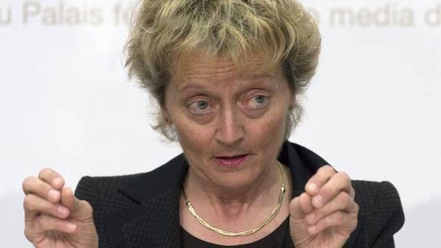 Druck der OECD auf die Schweiz: Bundesrätin Widmer-Schlumpf